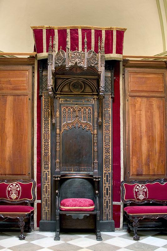 CÁTEDRA EPISCOPAL Gótica con elementos renacentistas