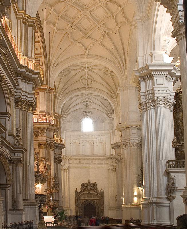CRUCERO MAYOR O PRINCIPAL Acceso catedralicio al templo funerario de los RR.CC.