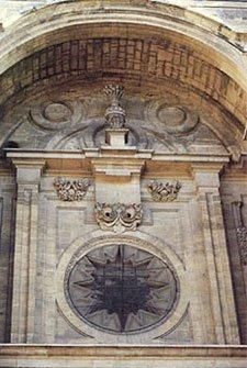 FACHADA PRINCIPAL DE LA CATEDRAL El gran tondo trinitario-eucarístico