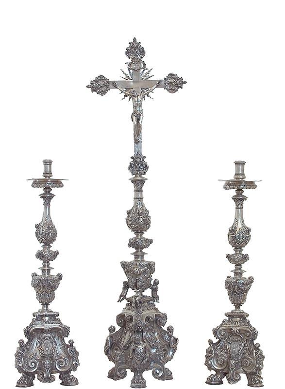 JUEGO DE CRUZ DE ALTAR Y SEIS CANDELEROS Donación del arzobispo Spinola entre 1631 Y 1634
