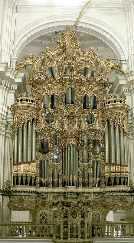 Fachada completa del órgano de la epístola